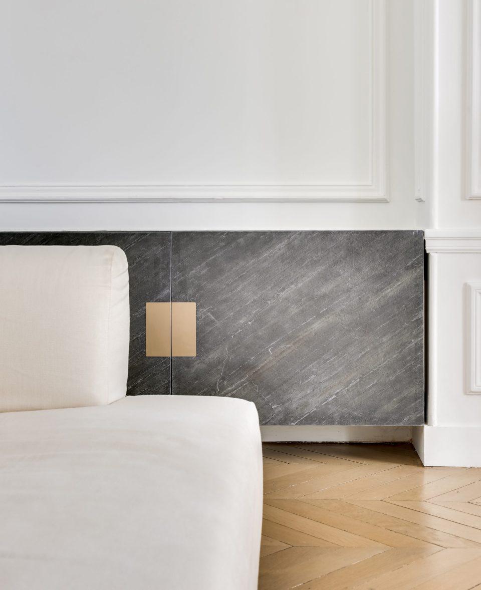 Feuille de pierre 100% naturelle StoneLeaf modèle New York sur un meuble