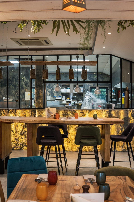 Feuille de pierre 100% naturelle StoneLeaf translucide modèle Moscou dans un restaurant