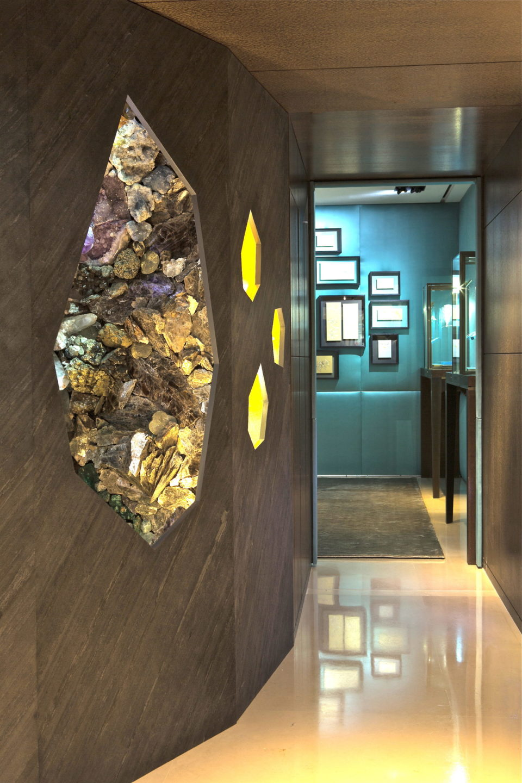 Feuille de pierre 100% naturelle StoneLeaf modèle New York sur les murs d'une exposition Chaumet