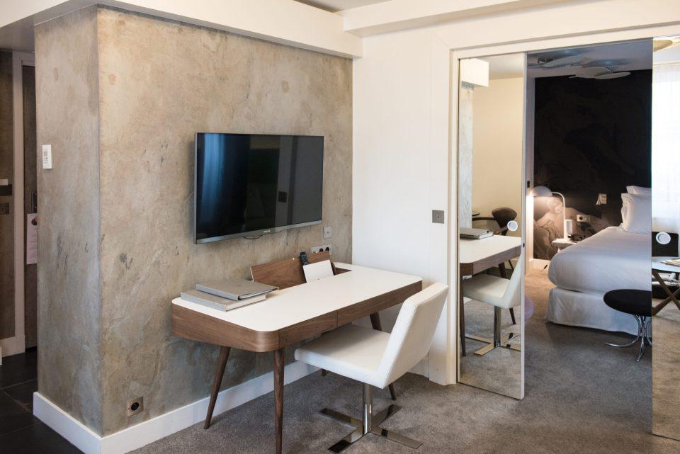 Feuille de pierre 100% naturelle StoneLeaf modèle Ankara aux murs d'une chambre d'hôtel