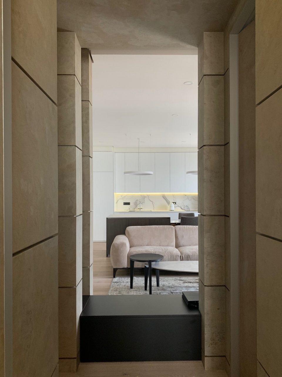 Feuille de pierre 100% naturelle StoneLeaf modèle Ankara sur les murs d'un appartement