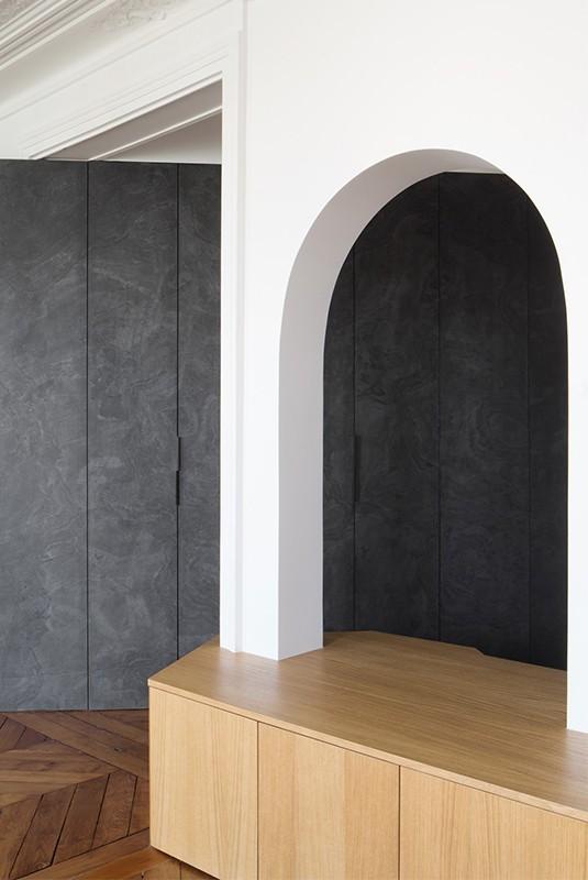 Feuille de pierre 100% naturelle StoneLeaf modèle Londres sur des portes de placards