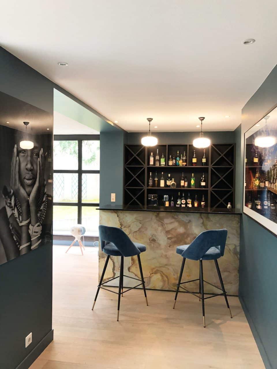 Feuille de pierre 100% naturelle StoneLeaf modèle Prague sur comptoir bar