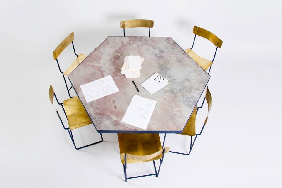 Feuille de pierre 100% naturelle StoneLeaf modèle Stockholm sur une table