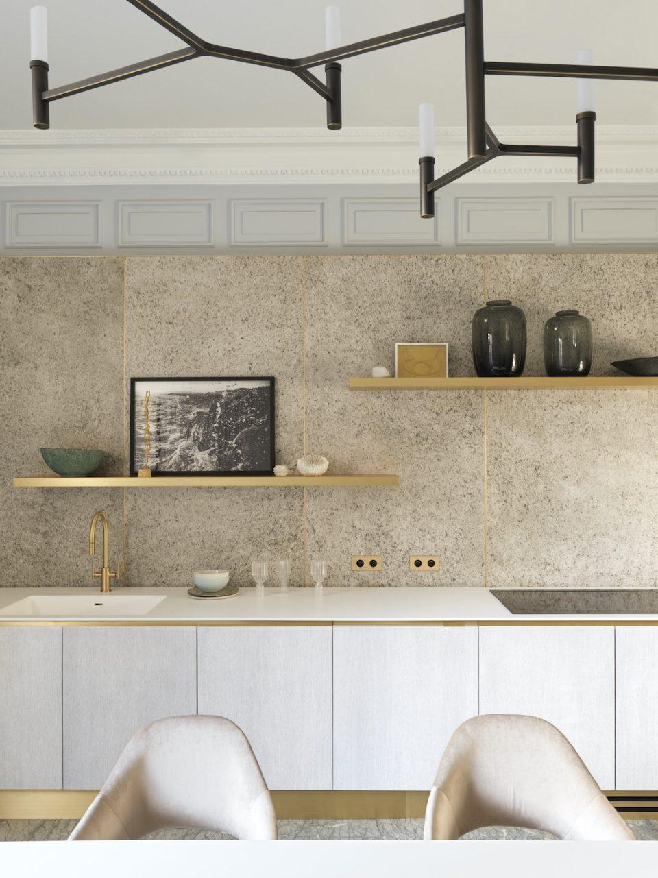 Feuille de pierre 100% naturelle StoneLeaf modèle Oslo sur les murs d'une cuisine