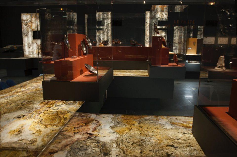 Feuille de pierre 100% naturelle StoneLeaf translucide modèle Prague dans un musée