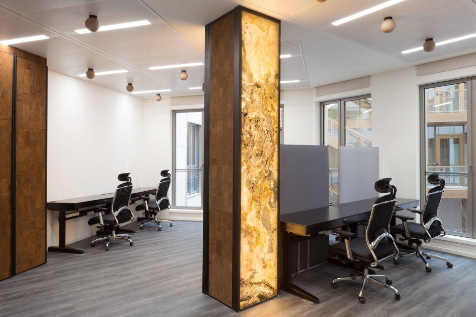 Feuille de pierre 100% naturelle StoneLeaf translucide modèle Prague dans des bureaux